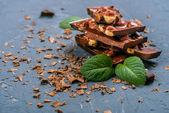 Fotografie Schokoladentafeln mit Nüssen