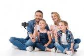 Rodinné pořizování selfie na smartphone