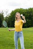 Fotografie žena hrát badminton
