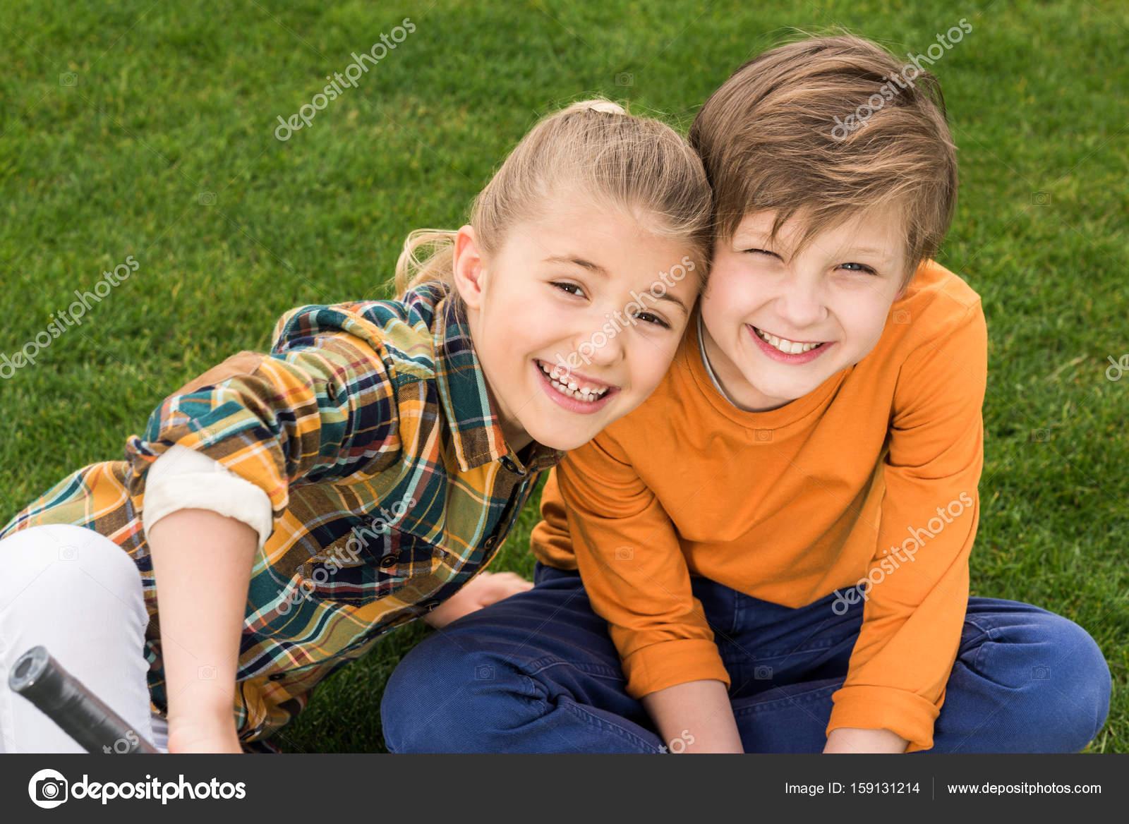 Сестра возбудила своего брата и его друга, Сестра возбудила брата и трахалась с ним - порнофаза 14 фотография