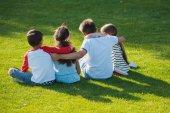 azok a gyermekek, ül a parkban