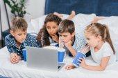 Fotografie multikulturní děti sledovat film