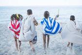Fényképek gyermekek futó strand törölköző