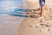 Fotografie Kinder stehen am Sandstrand