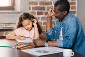 Fotografie African american man drawing with daughter