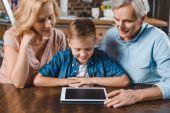 Fotografie rodina pomocí digitálních tablet