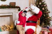 Fotografie Santa claus a dítě ve vr headsetu