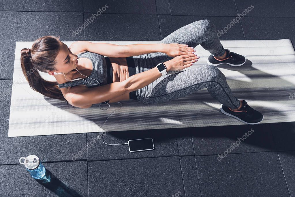 woman doing abs exercises