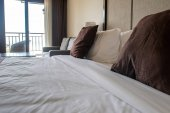 Fotografie bed in hotel room