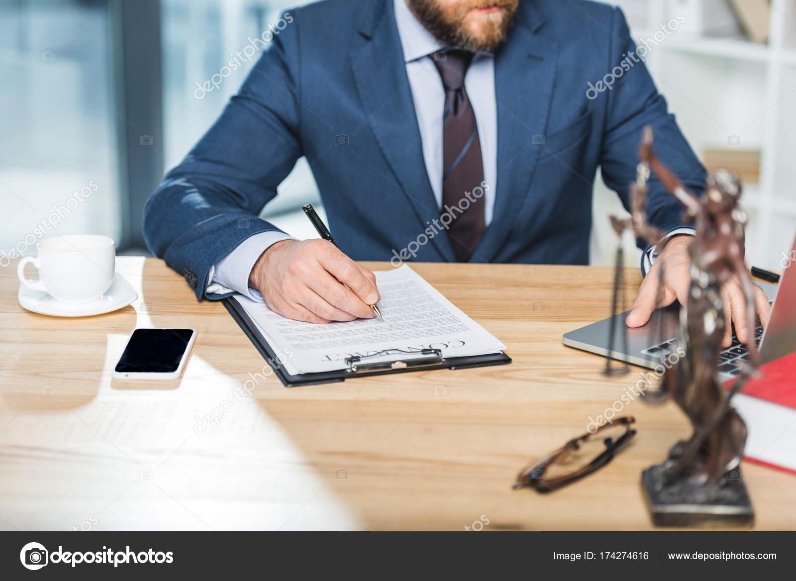 адвокат что делает