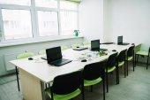 belső osztályban a laptopok, a pultnál, stem oktatás tanfolyamok