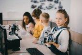 Fényképek kis gyerekek robotokkal a szár educaion osztály