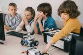 gyerek építése robotok a stem oktatási osztály