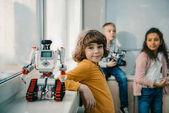 Fényképek Imádnivaló kis iskolás diy robot a stem oktatási osztály