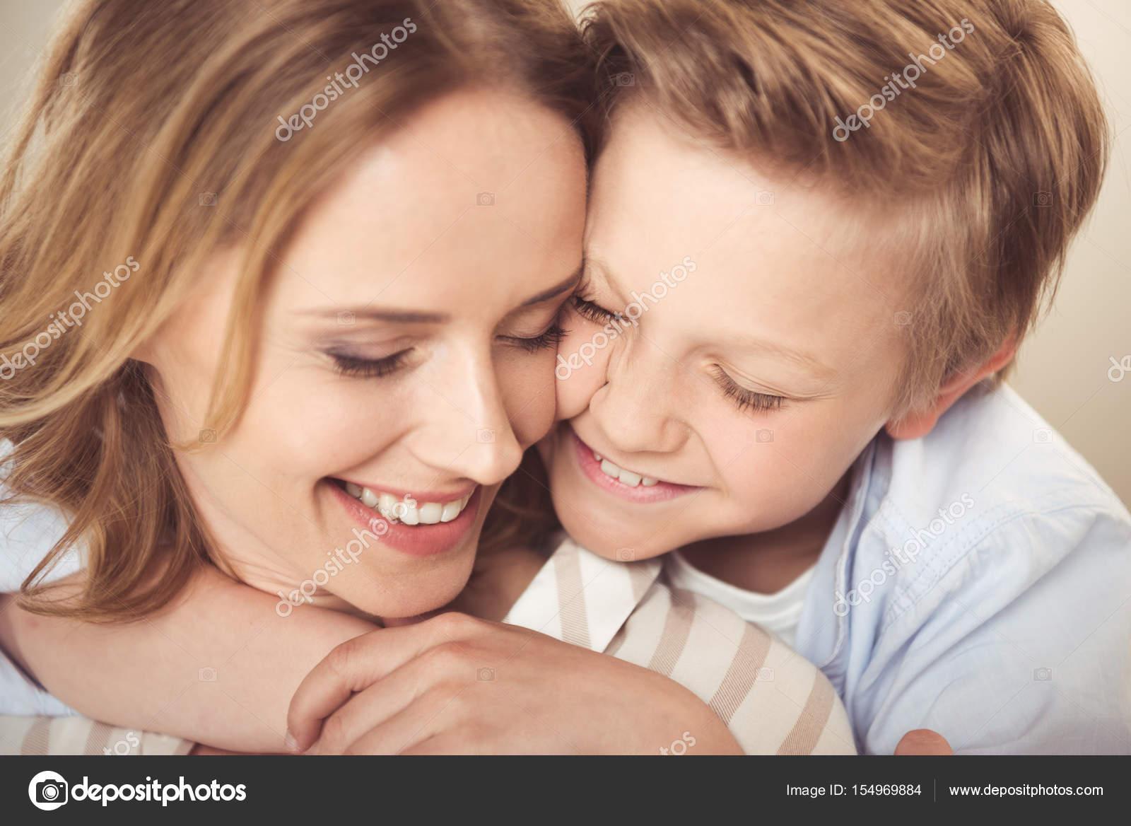 Сын ебеть свою маму на дачу, Мама сын на даче: смотреть русское порно видео онлайн 20 фотография