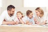 Boldog család rajz képek otthon