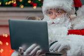Santa Claus használ Laptop