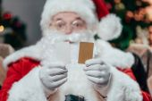 Fotografie Santa claus s kreditními kartami