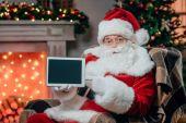 Santa claus prezentující tablet