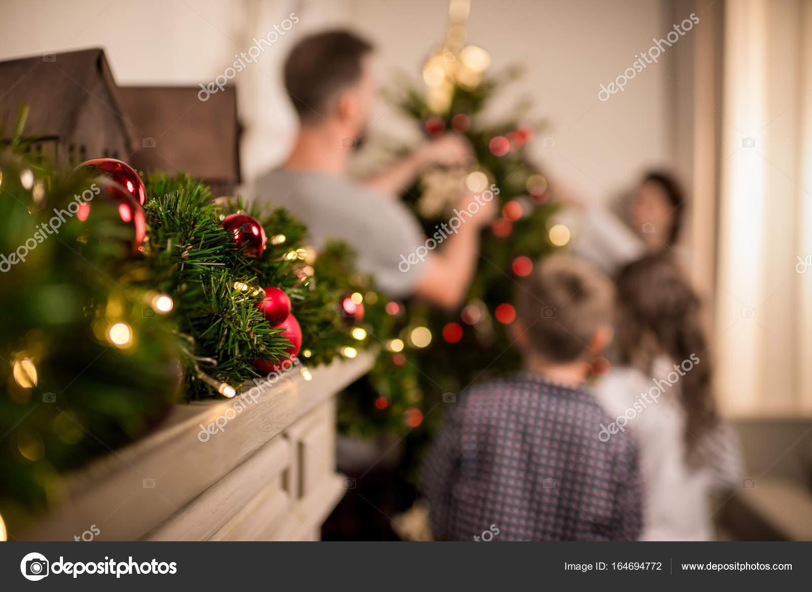 Decorazioni Natalizie Sul Camino.Decorazioni Di Natale Sul Camino Foto Stock