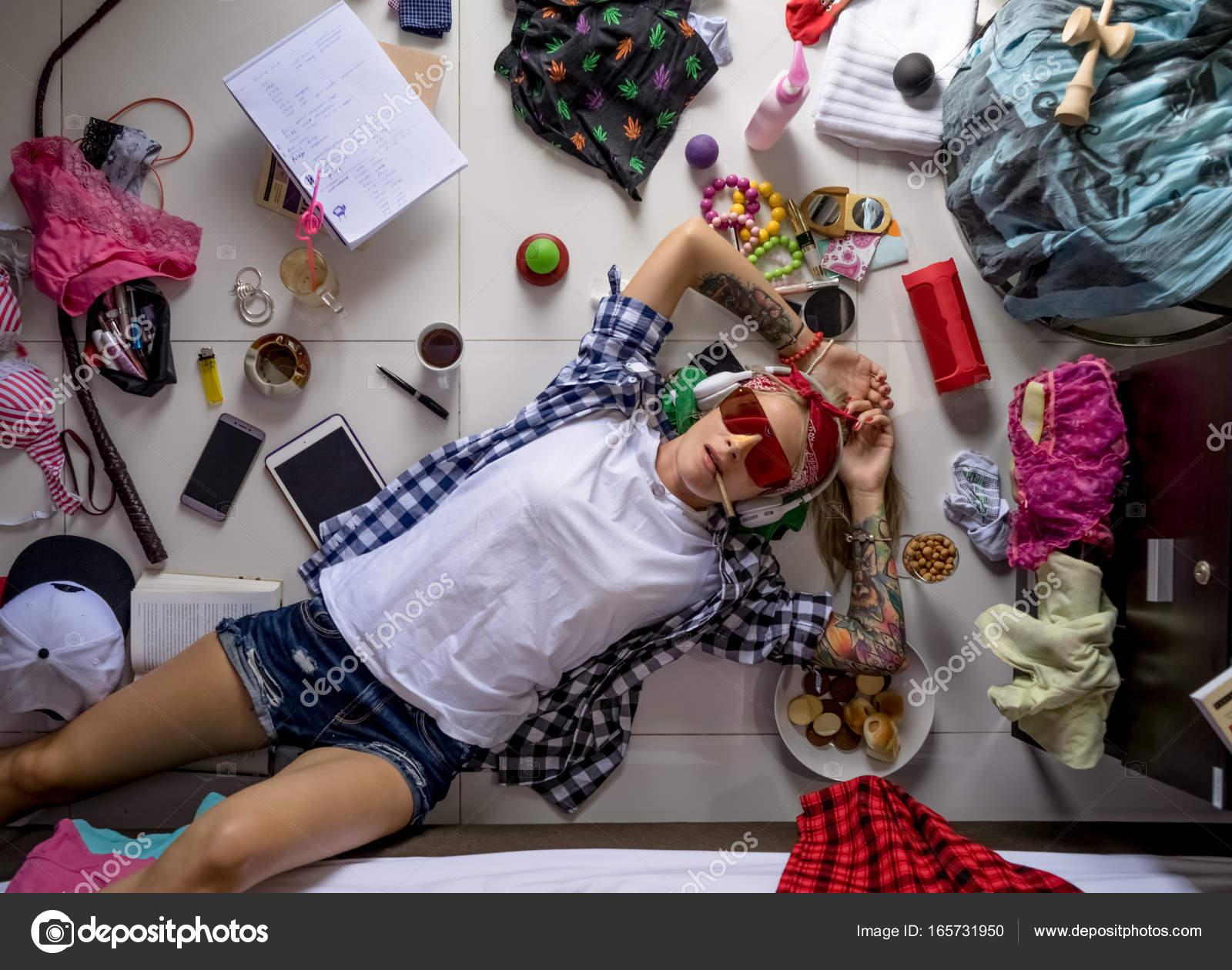 https://st3.depositphotos.com/12678458/16573/i/1600/depositphotos_165731950-stock-photo-student-girl-in-a-plaid.jpg