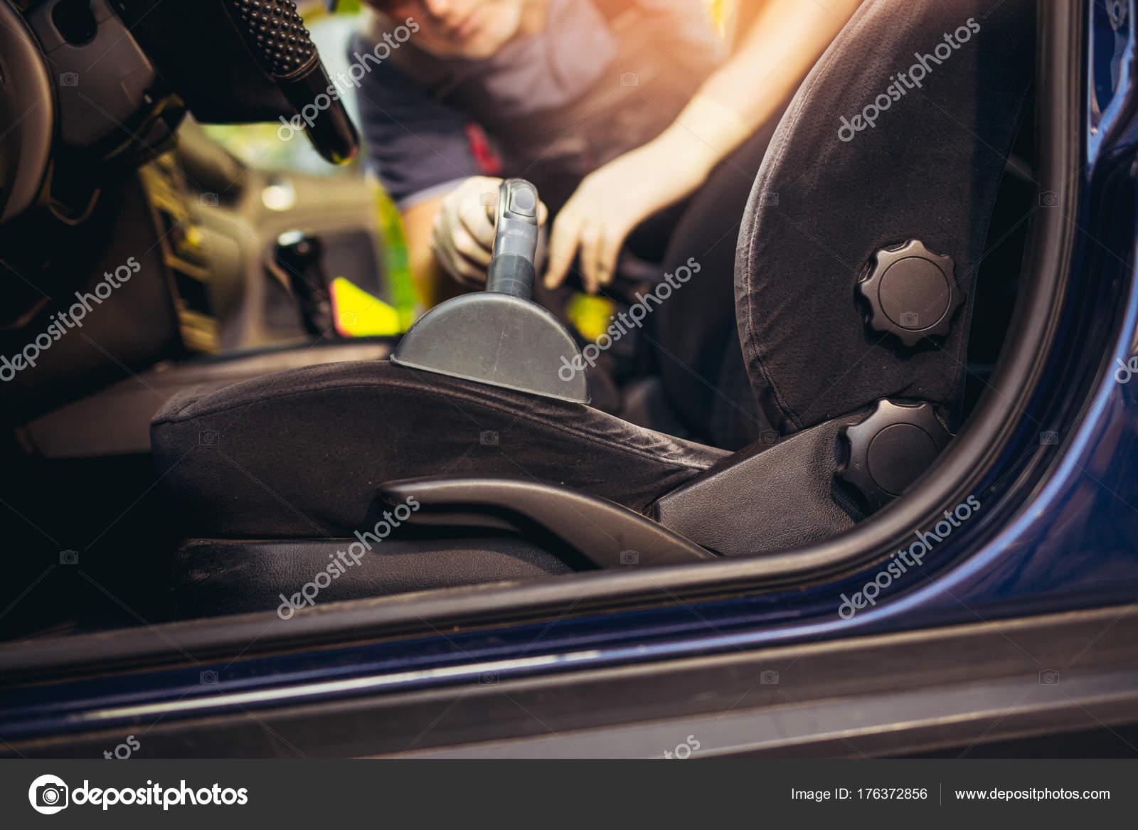 Reinigen Van Het Interieur Van Auto Met Stofzuiger — Stockfoto ...