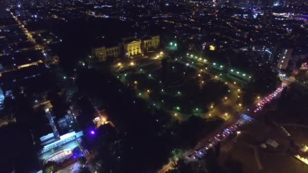 Nachts über Ipiranga fliegen