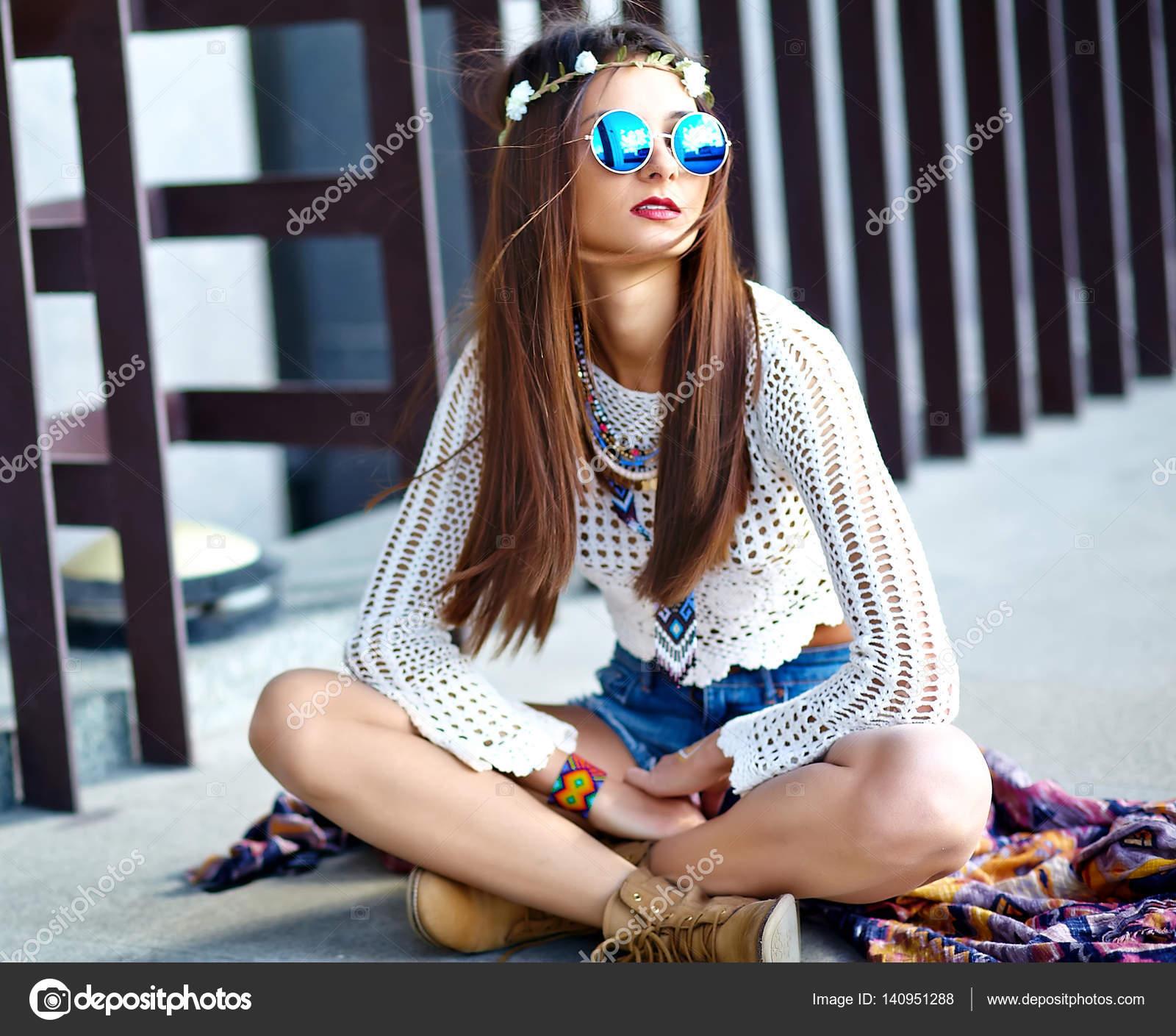 super popular 48fa8 d847d Modello di donna bella giovane hippy sorridente sexy in ...