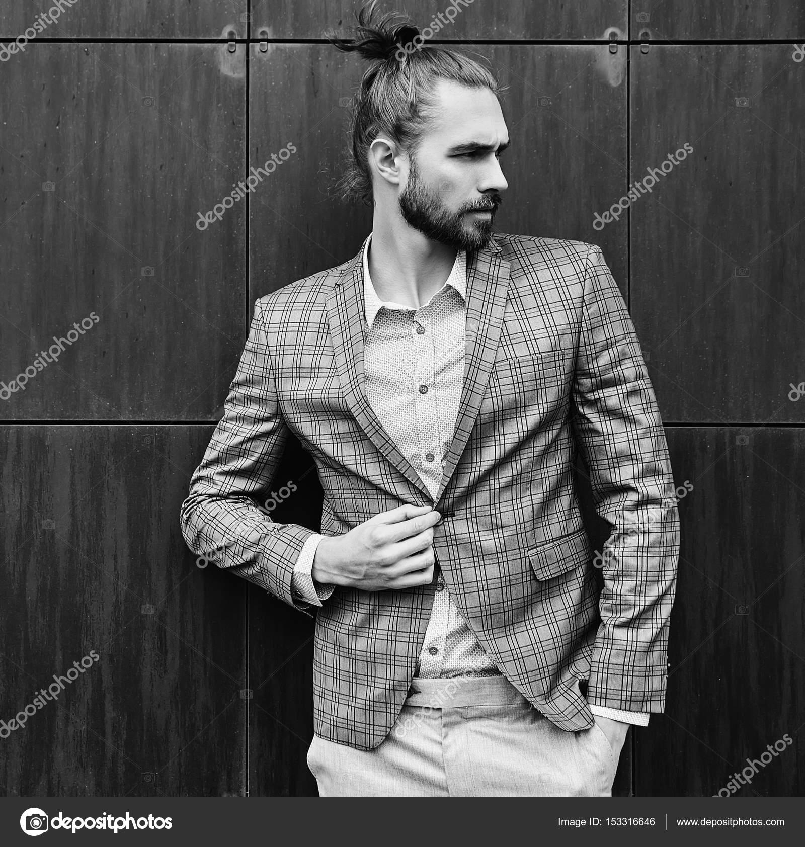 a111544fa512a Seksi yakışıklı moda erkek model adam portresi şık kareli takım elbise  giymiş — alexhalay - Fotoğraf