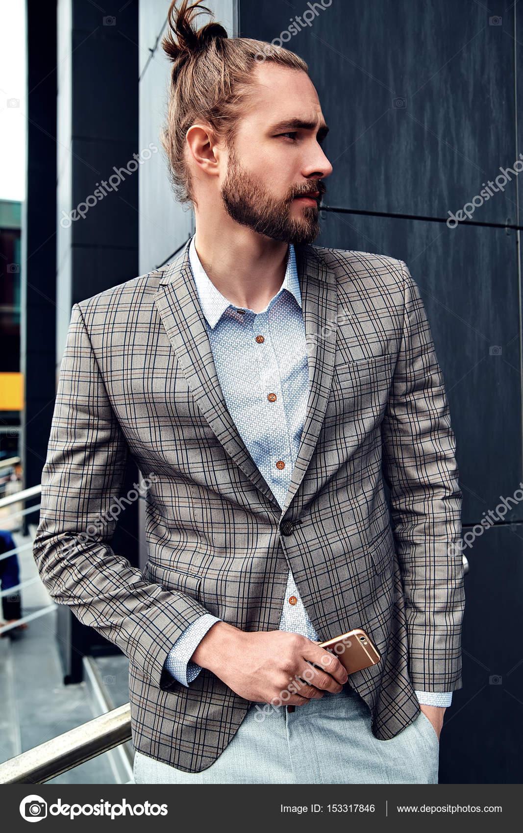d7d8d1d479eff Zarif gri kareli takım elbise giymiş seksi yakışıklı moda erkek model adam  portresi — alexhalay ...