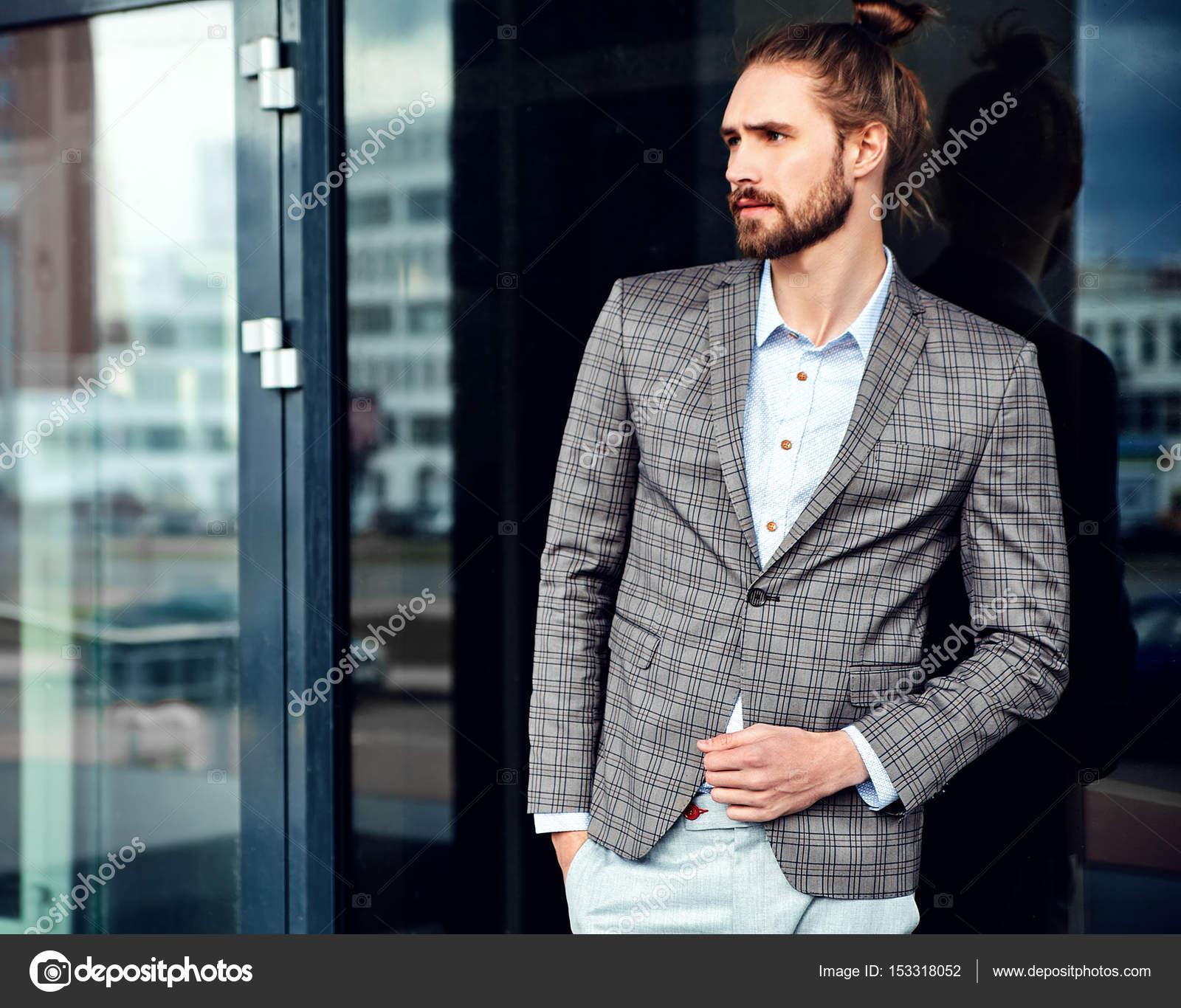 ce3dd97250917 Seksi yakışıklı moda erkek model adam portresi şık kareli takım elbise  giymiş — alexhalay ...