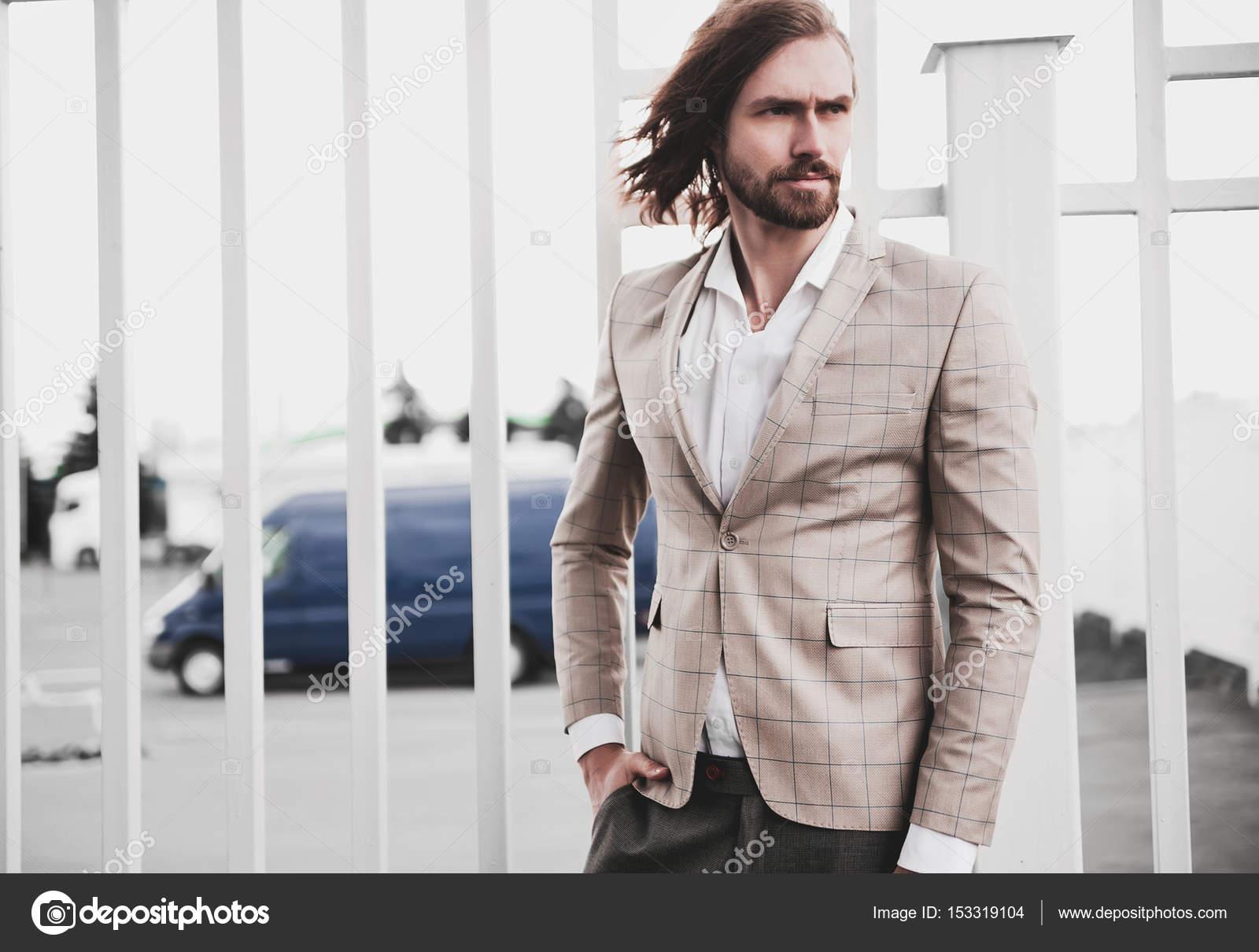 Portrait von sexy schöne Mode Männermodel Mann gekleidet in ...