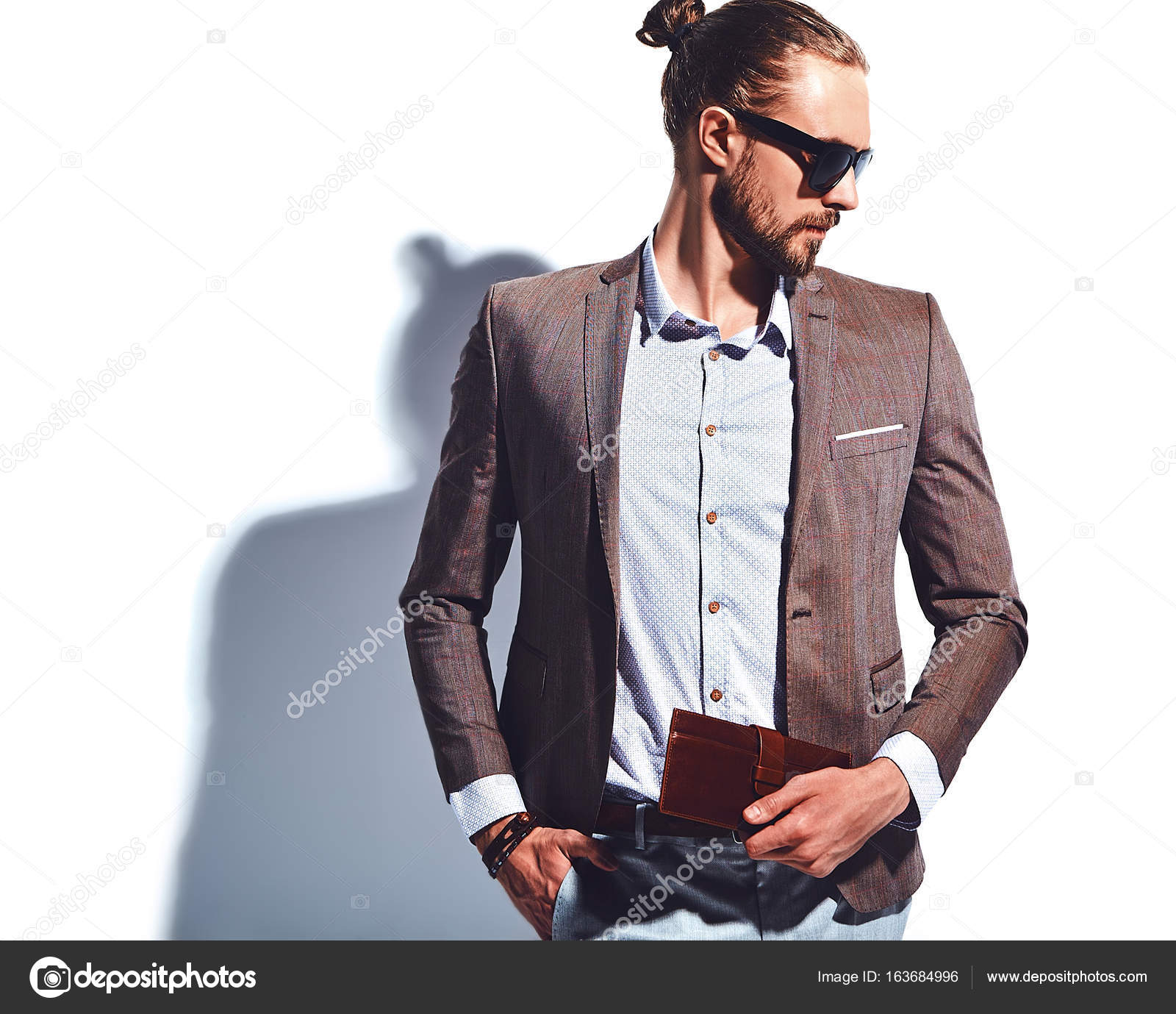 Vestiti Eleganti Hipster.Portrait Of Handsome Fashion Stylish Hipster Businessman Model