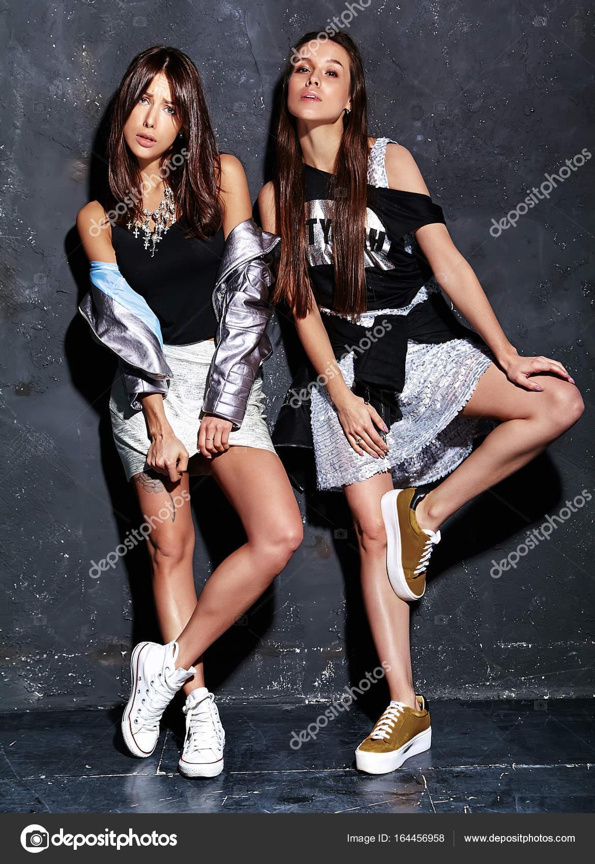 Fotos Modelos Con Ropa Casual Retrato De Moda De Dos
