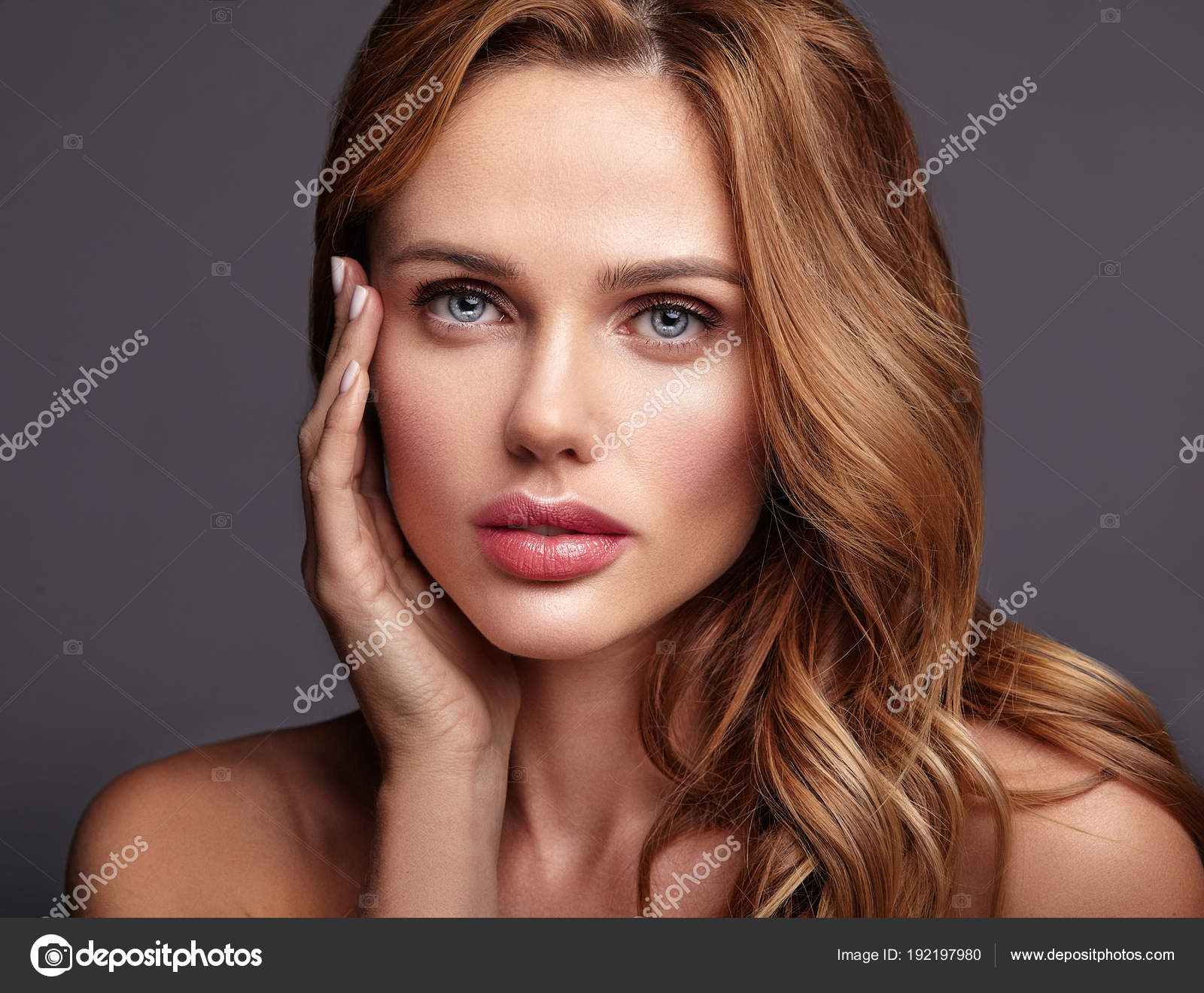 Işıltılı Doğal Makyaj için Harika Model