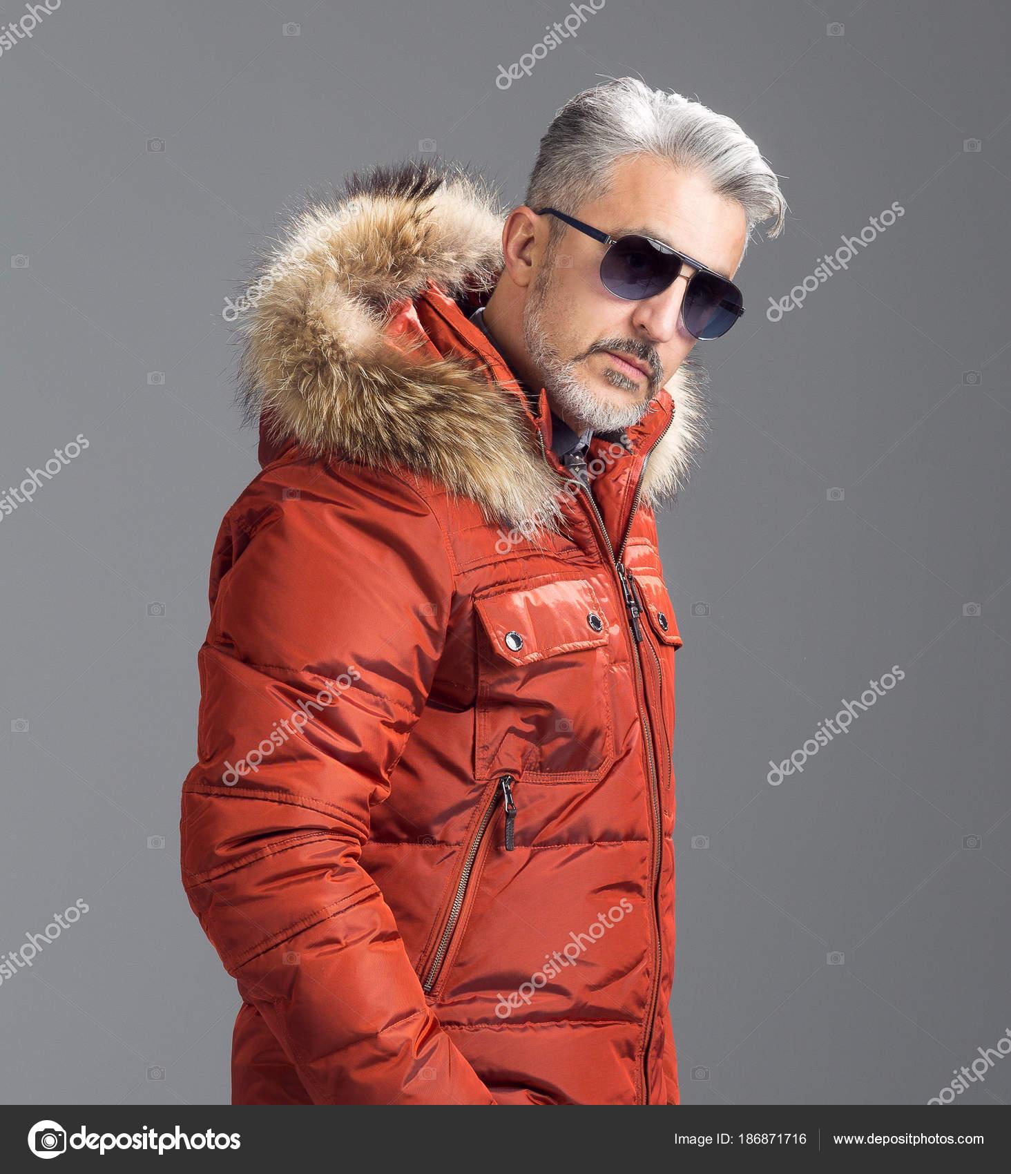 Precio reducido venta caliente online diseñador de moda Fotos: parkas | Hombre Maduro Posando Con Parka Plumas ...