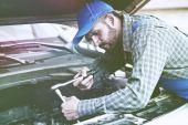 auto mechanik pracovní