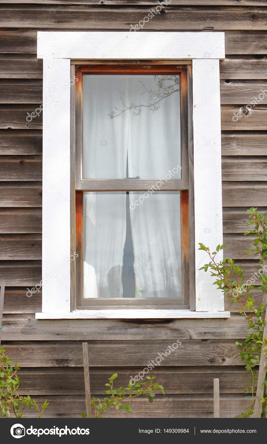 Ventana marco de madera antigua — Foto de stock © modfos #149309984