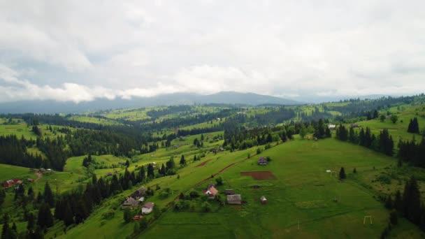 hegyi falu táj