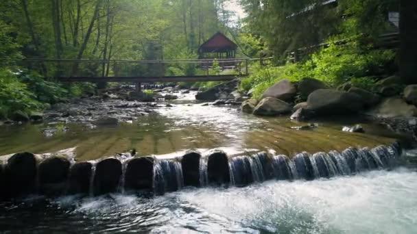 Krásná řeka v Karpatech