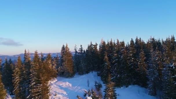 naplemente a téli Kárpát-hegység