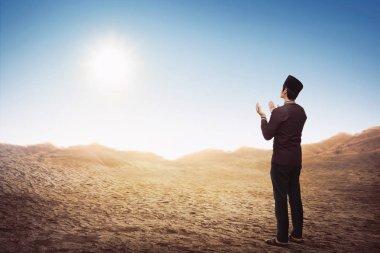 asian muslim man praying