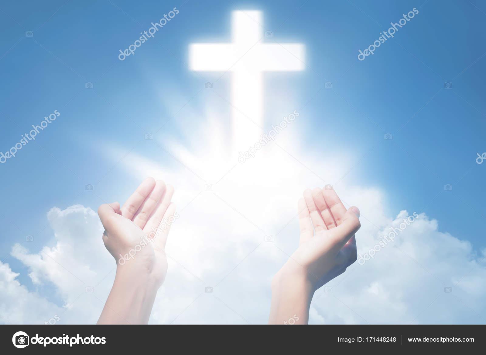 Imágenes Las Manos De Jesus Orando Manos Orando Con Cruz Foto