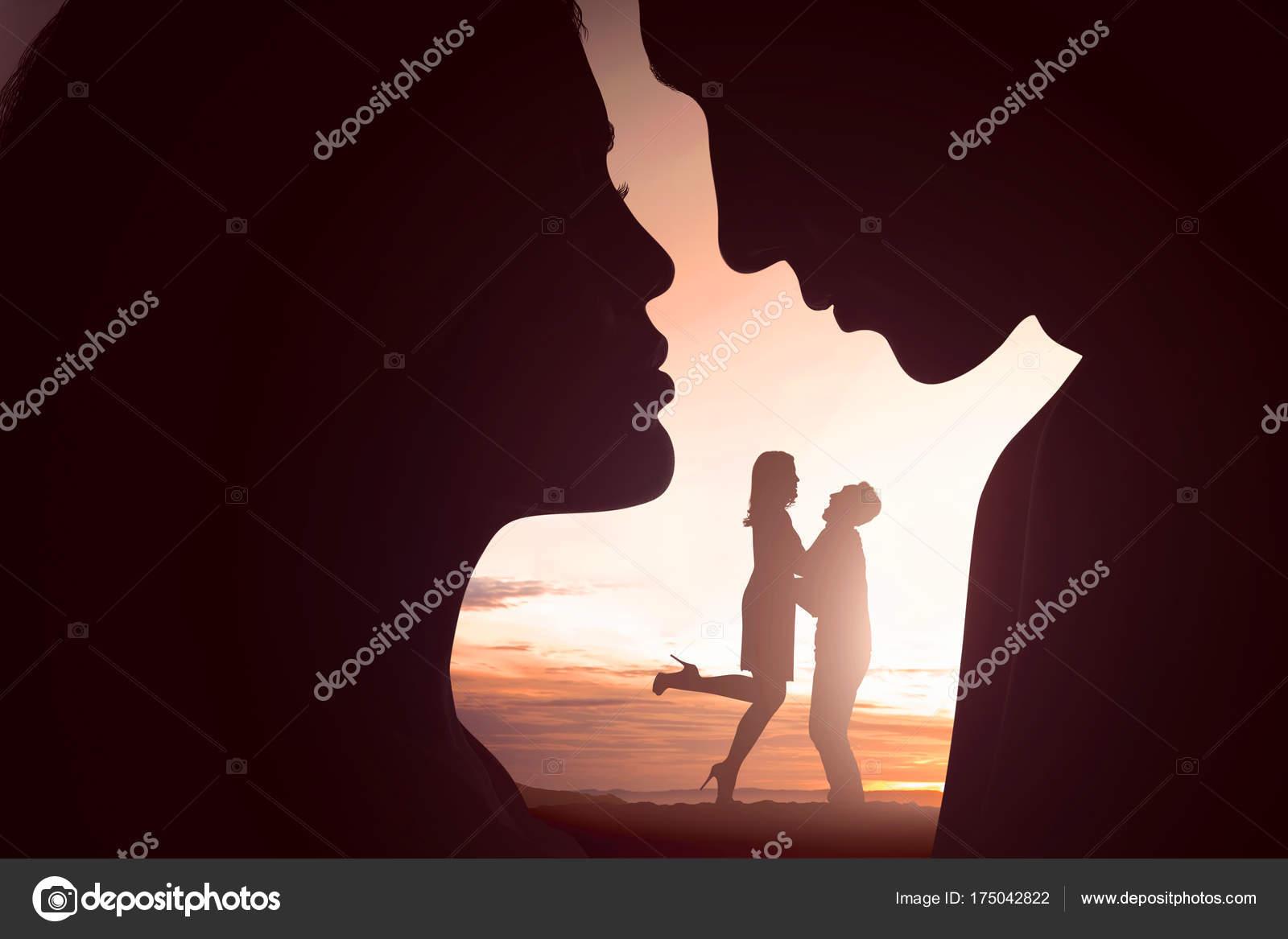 Retrato Dos Personas Enamoradas Que Divierten Juntos Atardecer