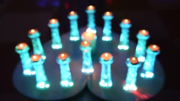 Kerzen, die eine nach der anderen verblassen.