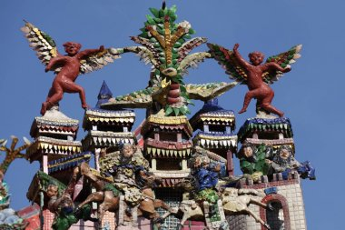 Sculpture, architecture and symbols of Hinduism and Buddhism