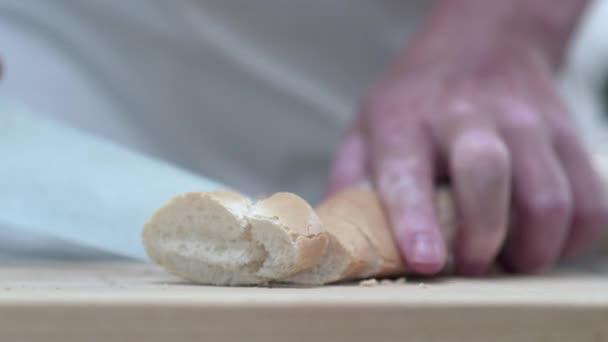 Plátky chleba francouzskou bagetou