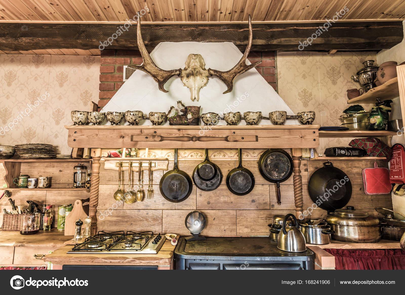 Oude mode houten keuken u2014 stockfoto © r1im #168241906