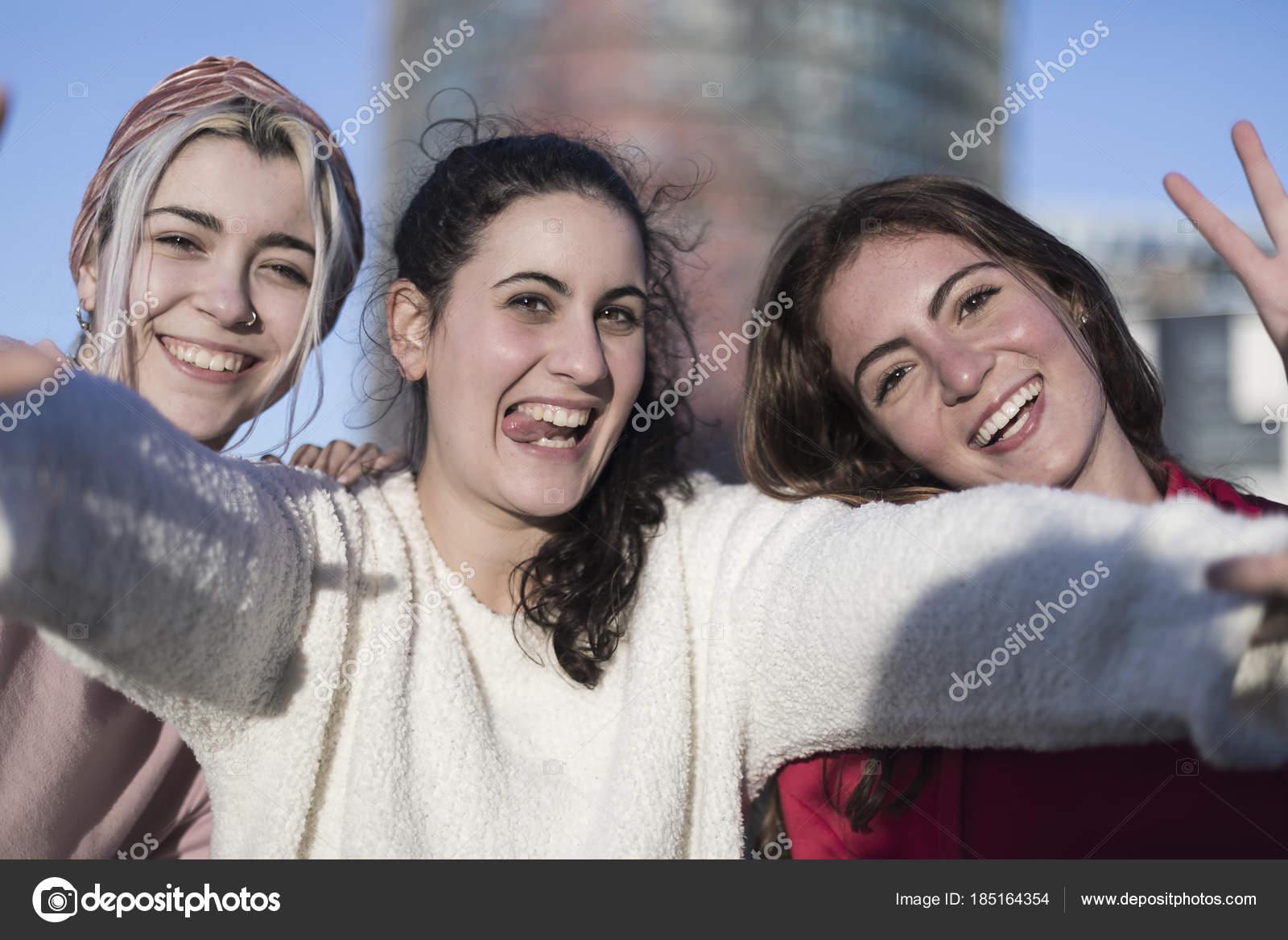 Fotos Feliz Dia De La Juventud Amiga Tres Mejores Amigas Felizes