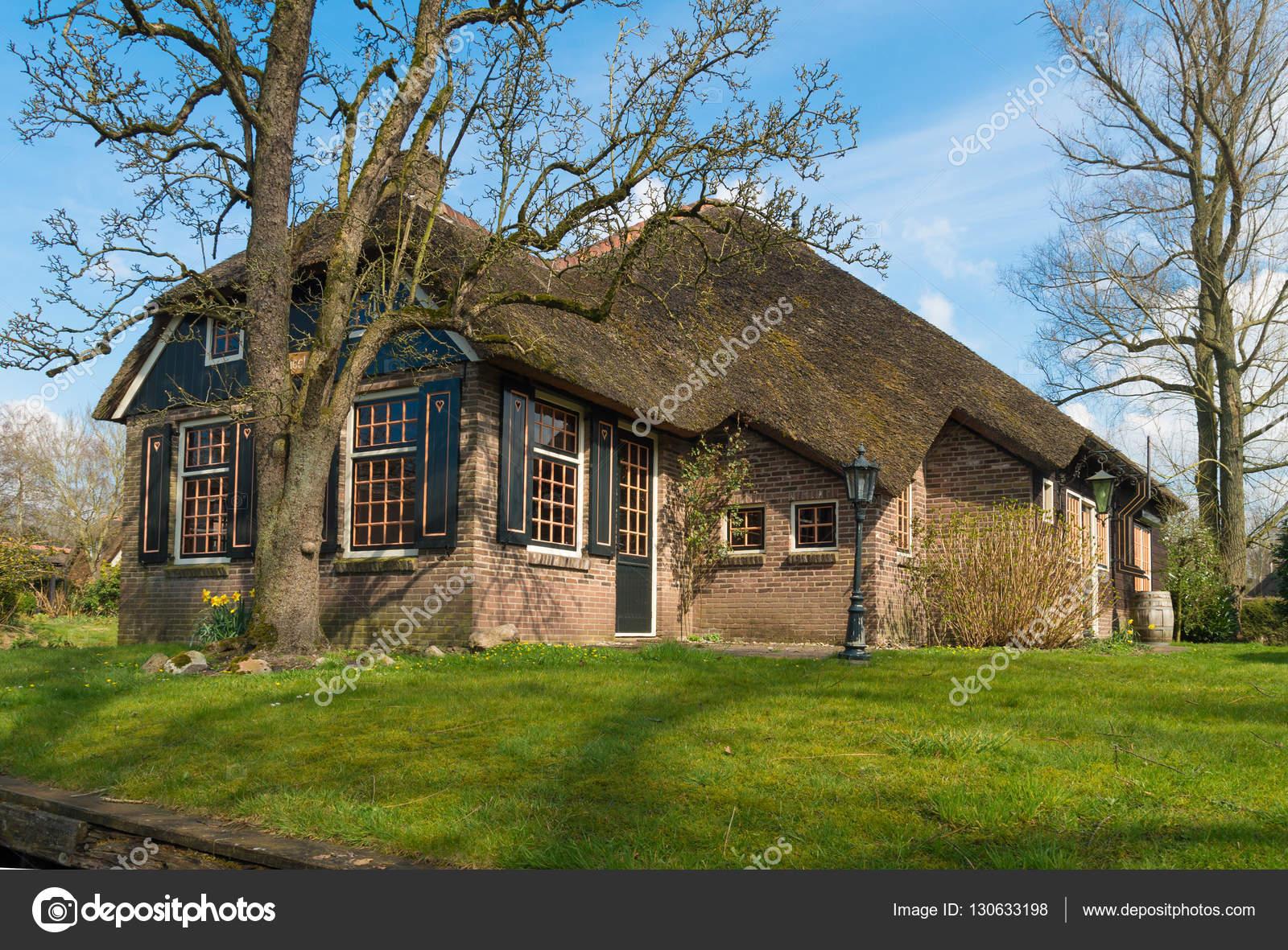 Casa holanda cruzeiro do canal de amsterdam acompanham for Casa holandesa moderna
